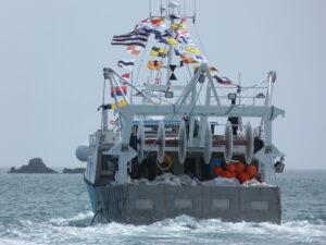 navier de pêche Breton avec des pavillons maritime